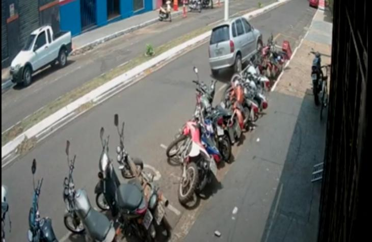 Motorista derruba 10 motos no Centro de Assis